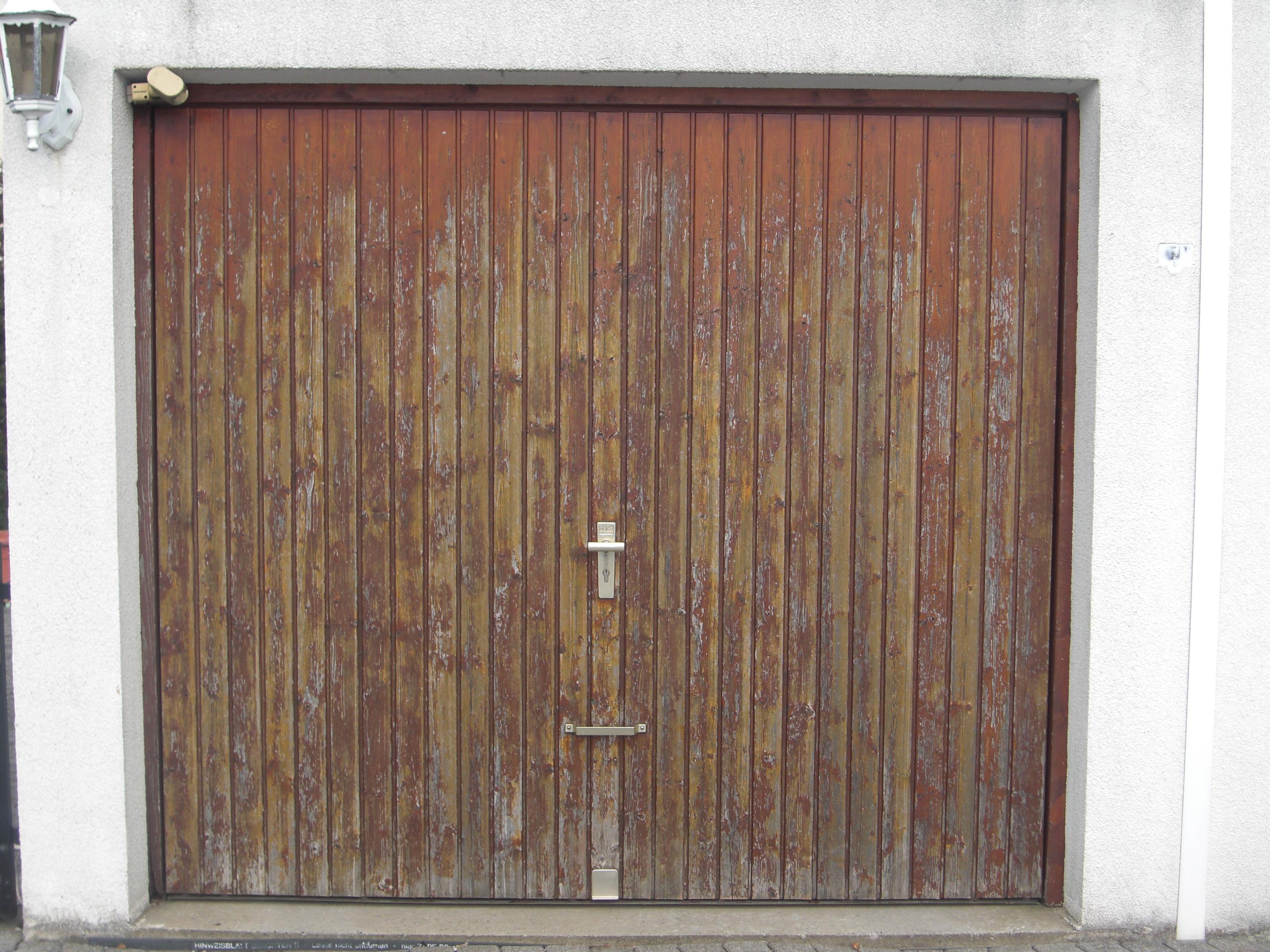 2 garagentore zu verschenken in 85221 dachau hausrat. Black Bedroom Furniture Sets. Home Design Ideas