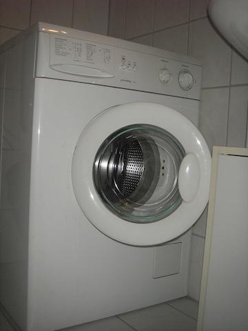 waschmaschine gebraucht und noch voll funktionstuechtig und gut erhalten in rostock in 18057. Black Bedroom Furniture Sets. Home Design Ideas